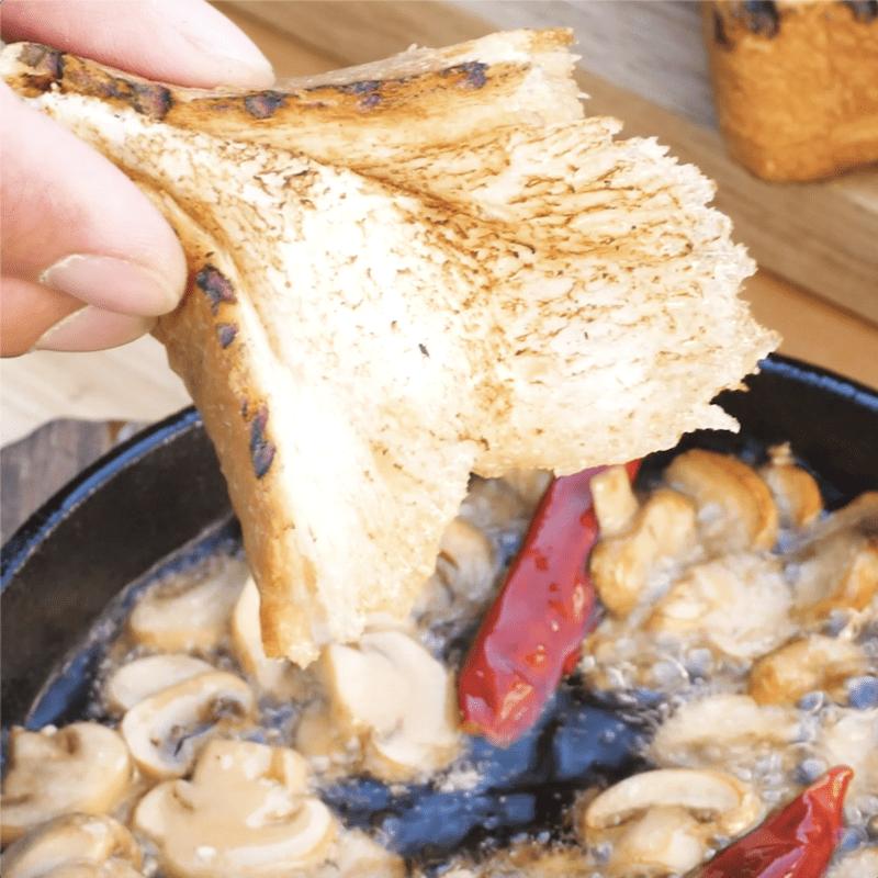 スキレットで手軽に簡単、おいしくできる!キャンプ飯レシピ3選